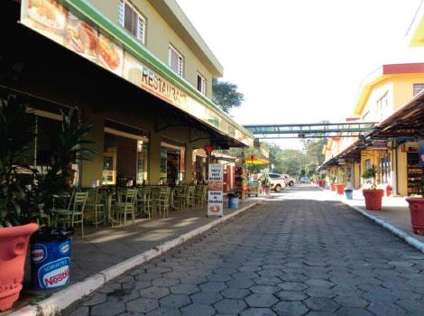 Praça de alimentação Center Louças Pedreira